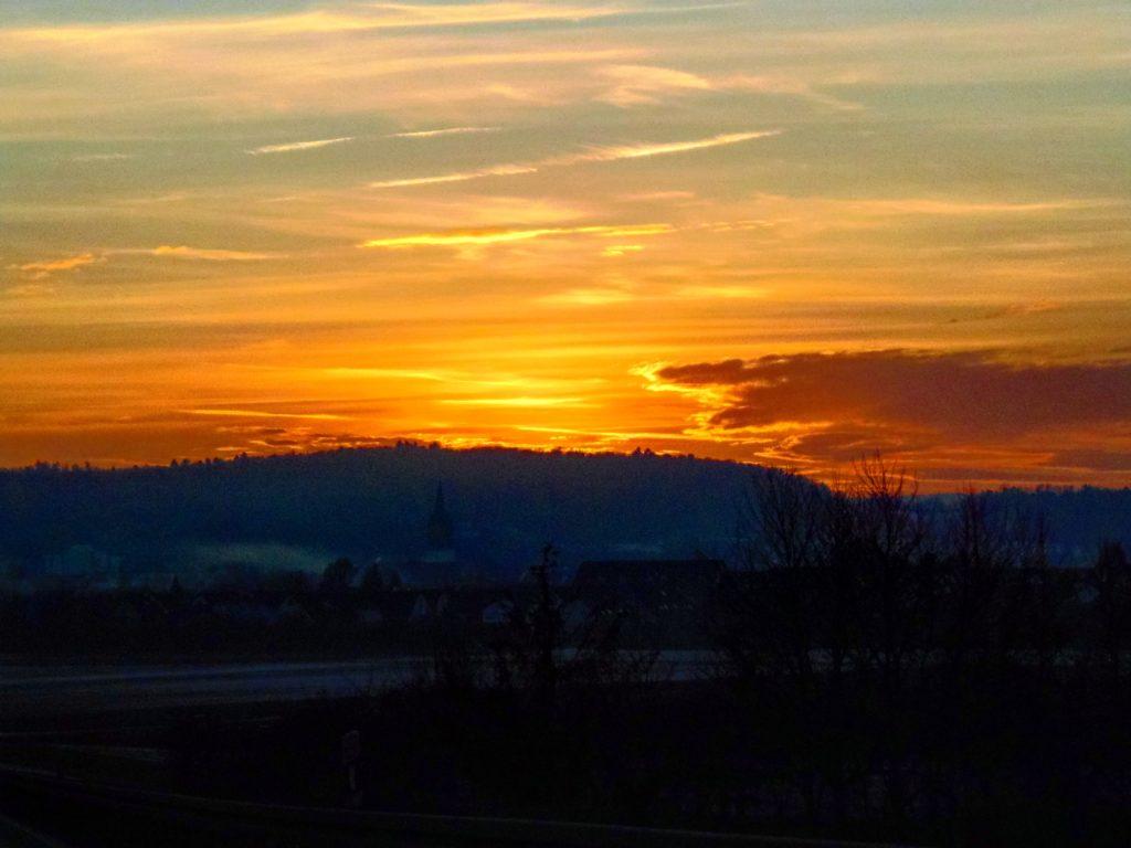 ein Sonnenuntergang zum glücklich und zufrieden sein
